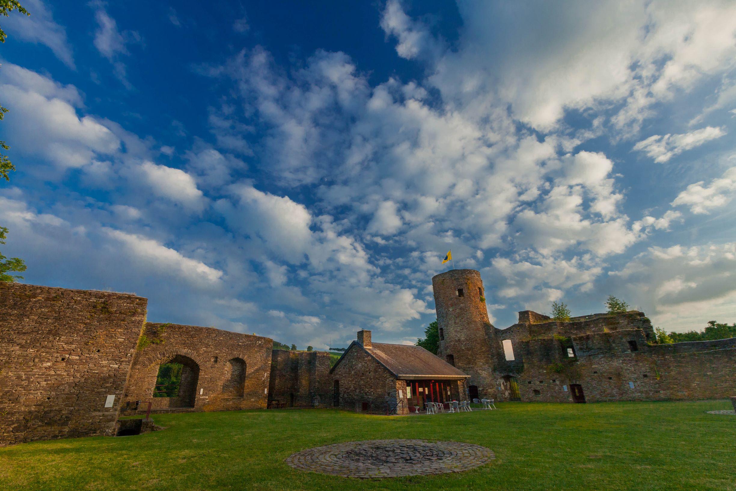 Burg Reuland Burgruine © Markus Balkow ostbelgien.eu